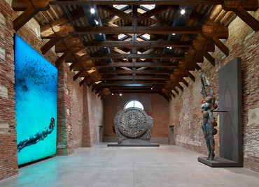 The Diver with Divers (2015; photo by Christoph Gerigk), Calendar Stone (2013), and The Diver (2014) (left to right) in Treasures from the Wreck of the Unbelievable. Damien Hirst, Punta della Dogana and Palazzo Grassi, Pinault Collection, Venice, April 9–December 3, 2017. Photo by Prudence Cuming Associates Ltd © Damien Hirst and Science Ltd. All rights reserved, DACS 2017