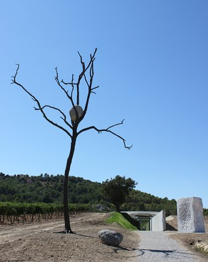 Installation view, Giuseppe Penone: Des corps de pierre, Château La Coste, Le Puy-Sainte-Réparade, France, September 9–November 26, 2017
