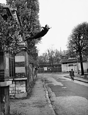 Yves Klein, Leap into the Void, October 1960. Taken at 5 rue Gentil-Bernard, Fontenay-aux-Roses, France. Artistic action by Yves Klein, collaboration Harry Shunk and Janos Kender. Artwork © Yves Klein Estate/ADAGP, Paris, 2017 and © J. Paul Getty Trust. The Getty Research Institute, Los Angeles