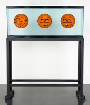 Jeff Koons, Three Ball Total Equilibrium Tank (Dr. JK Silver Series), 1985 © Jeff Koons