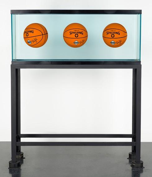 Jeff Koons, Three Ball Total Equilibrium Tank (Dr. JKSilver Series), 1985 © Jeff Koons