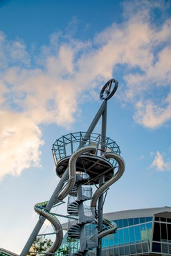 Carsten Höller, Aventura Slide Tower, 2018 © Carsten Höller. Photo: Leo Diaz, courtesy Cultural Counsel/Aventura Mall