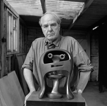 Henry Moore with Helmet Head No. 2 (1955) in his studio, Perry Green, England, 1967. Artwork © Henry Moore Foundation. Photo: John Hedgecoe, 1967