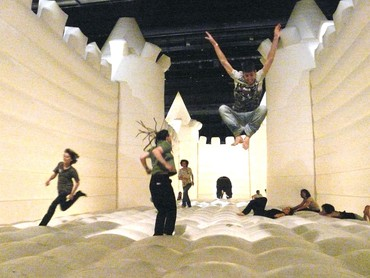 William Forsythe, White Bouncy Castle, 1997 © William Forsythe