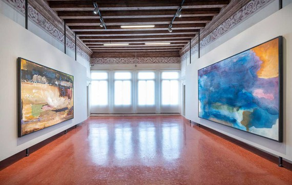 Installation view, Pittura/Panorama: Paintings by Helen Frankenthaler, 1952–1992, Museo di Palazzo Grimani, Venice, May 7–November 17, 2019. Artwork © 2019 Helen Frankenthaler Foundation, Inc./Artists Rights Society (ARS), New York