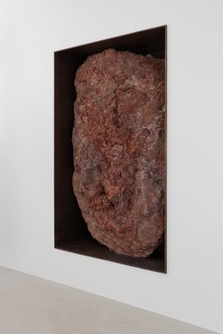 Michael Heizer, Scoria Negative Wall Sculpture, 2007 © Michael Heizer