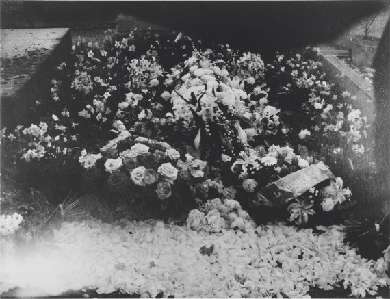 Patti Smith, Susan Sontag's Grave, Paris, Montparnasse Cemetery, 2005 © Patti Smith