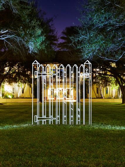 Michael Craig-Martin, Gate (white), 2011, installation view, Windsor, Vero Beach, Florida © Michael Craig-Martin