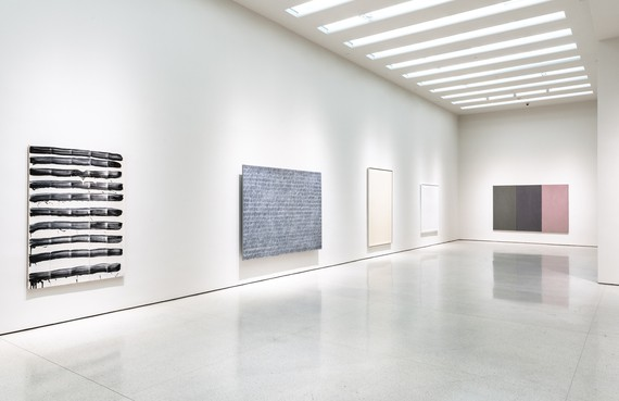 Installation view, Marking Time: Process in Minimal Abstraction, Solomon R. Guggenheim Museum, New York, December 18, 2019–August 2, 2020. Artwork, left to right: © 2020 David Reed/Artists Rights Society (ARS), New York; © Park Seo-Bo; © Chryssa; © 2020 Jacob El Hanani; © 2020 Brice Marden/Artists Rights Society (ARS), New York
