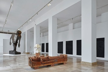 Installation view, Thomas Houseago: Almost Human, Musée d'Art moderne de la Ville de Paris, March 15–July 14, 2019. Artwork © Thomas Houseago. Photo: Thomas Lannes