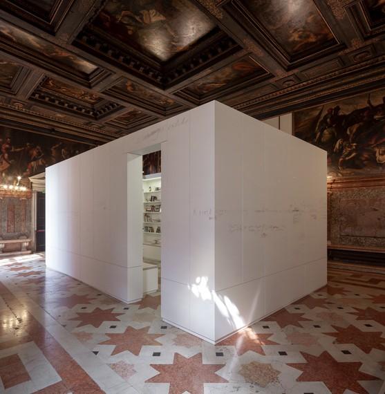 Edmund de Waal,library of exile, 2019–20, installation view, Ateneo Veneto, Venice © Edmund de Waal. Photo: Fulvio Orsenigo