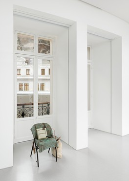 Tatiana Trouvé, The Guardian, 2019, installation view, Bourse de Commerce, Pinault Collection, Paris © Tatiana Trouvé, ADAGP Paris 2021