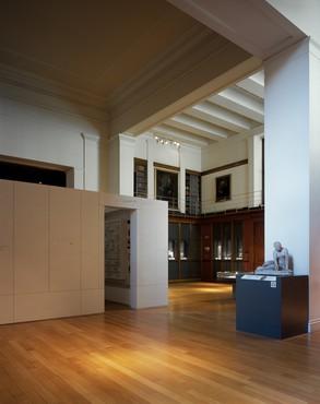 Edmund de Waal,library of exile, 2019–20, installation view, British Museum, London, 2020–21 © Edmund de Waal. Photo: Hélène Binet