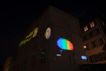 Sarah Sze, Timepiece(2021), installation view, Rheinsprung 9, Basel © Sarah Sze. Photo: Julien Gremaud