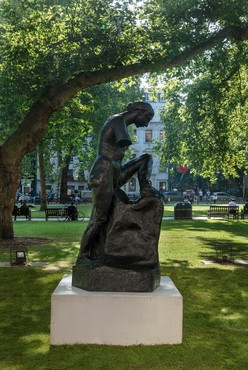Auguste Rodin, Monument à Whistler – Muse nue, bras coupés (Monument to Whistler – Nude Muse, without Arms), 1908, installation view, Berkeley Square, London
