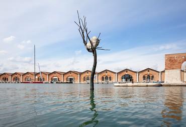 Giuseppe Penone, The Listener, 2008, installation view, Gaggiandre, Arsenale, La Biennale di Venezia, Venice © Giuseppe Penone/2021 Artists Rights Society (ARS), New York/ADAGP, Paris. Photo: Sebastiano Pellion di Persano, courtesy Vuslat Foundation