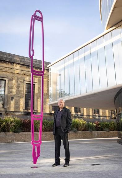 Michael Craig-Martin with his sculpture Fountain Pen (2019), Blavatnik School of Government, University of Oxford, England. Artwork © Michael Craig-Martin. Photo: Matt Alexander/PA Wire