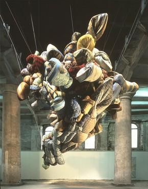 Nancy Rubins, Mattresses and Cakes, 1993, installation view, 45th Biennale di Venezia © Nancy Rubins