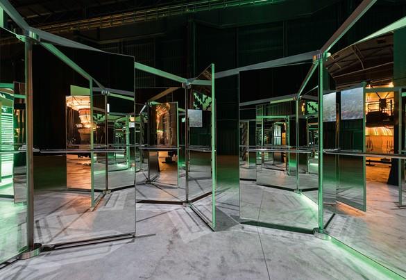 Carsten Höller, Revolving Doors, 2016, mirrored revolving glass doors, aluminum, alucobond, and steel, 219 ¾ × 219 ¾ × 89 ¾ inches (558 × 558 × 228 cm) Photo by Attilio Maranzano