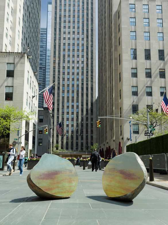 Sarah Sze, Split Stone (7:34), 2018, installation view, Frieze Sculpture New York, 2019. Artwork © Sarah Sze. Photo: courtesy Sarah Sze Studio