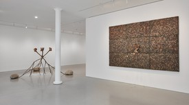 Installation view of Giuseppe Penone's exhibition at Gagosian, San Francisco. A bronze sculpture and a wall-mounted sculpture including leaves.