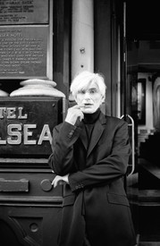 Allen Midgette in front of the Chelsea Hotel, New York, 2000. Photo: Rita Barros