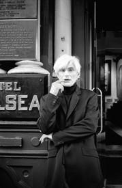 Allen Midgette in front of the Chelsea Hotel, New York, 2000. Photo: Rita Barros
