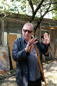 Rudolf Polanszky in front of his country studio outside Vienna, 2019.