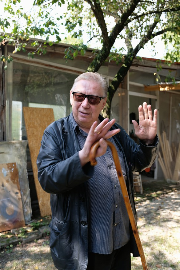 Rudolf Polanszky in front of his country studio outside Vienna, 2019