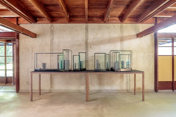 Installation view, Edmund de Waal: –one way or other –, Schindler House, West Hollywood, CA, September 16, 2018–January 6, 2019
