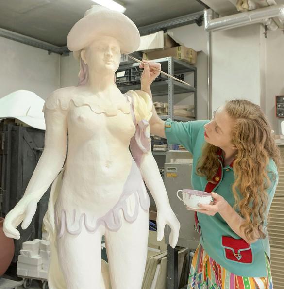 Rachel Feinstein working at the Porzellan Manufaktur Nymphenburg, Munich, 2019. Artwork © Rachel Feinstein