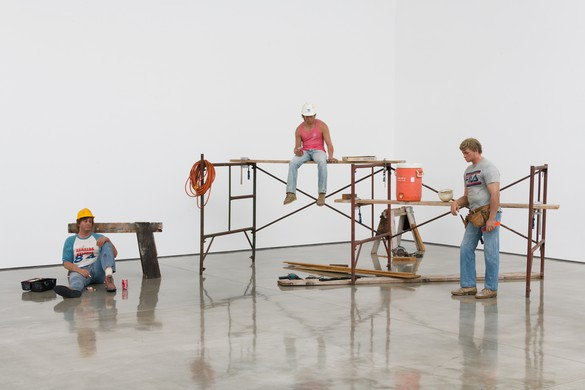 Duane Hanson, Lunchbreak, 1989, oil on polyvinyl with mixed media, overall dimensions variable © 2018 Estate of Duane Hanson/Licensed by VAGA at Artists Rights Society (ARS), New York. Photo: Jeff McLane