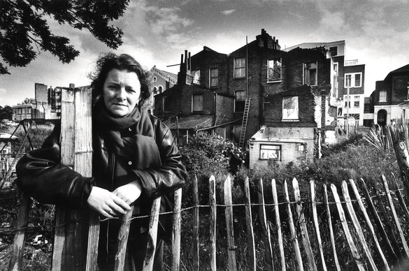 Rachel Whiteread behind 193 Grove Road, London, 1993. Photo courtesy Nicolas Turpin/The Independent/REX/Shutterstock